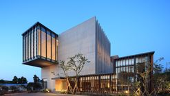 Clínica Jung / Kim Seunghoy (Seoul National University) + KYWC Architects
