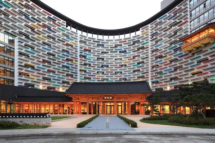 Lotte Buyeo Resort Baeksangwon / Kim Seunghoy (Seoul National University) + KYWC Architects, © Kim Yongkwan, Kim Jaekyung
