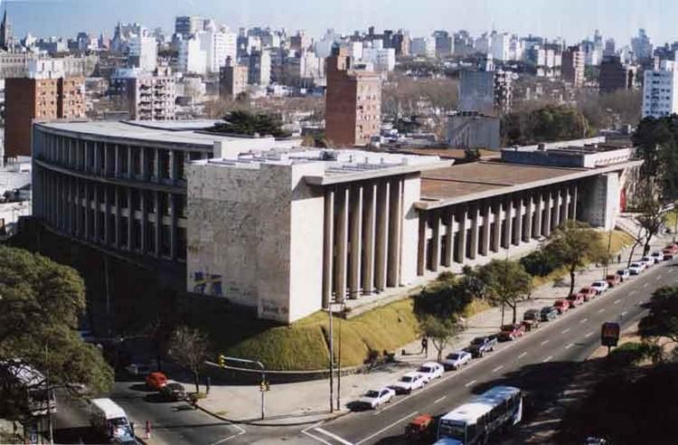 Clásicos de Arquitectura: Facultad de Arquitectura, Universidad de la República / Román Fresnedo Siri y Mario Muccinelli, vía Wikipedia User: EveDirectioner Licensed Under CC BY-SA 3.0