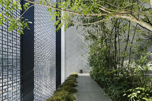 Residência de Vidro Óptico / Hiroshi Nakamura & NAP