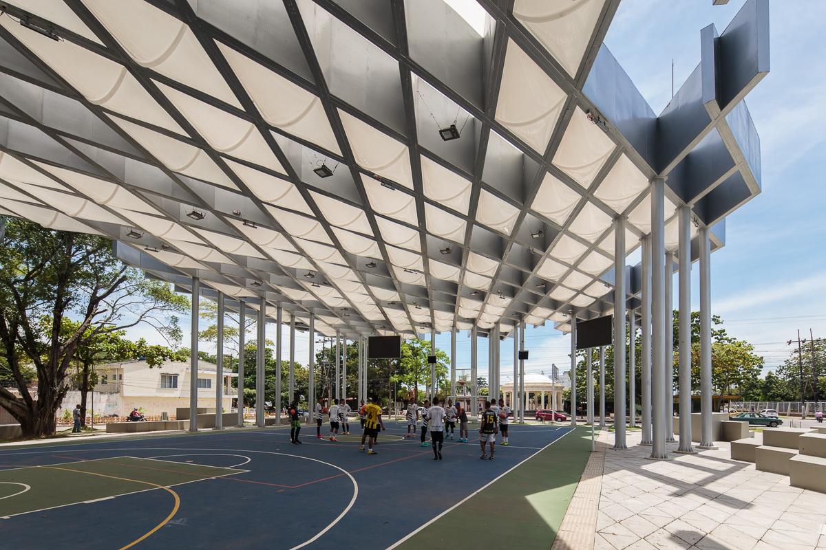 Roof prototype for sports and public space el equipo mazzanti archdaily - Tipos de espacios ...