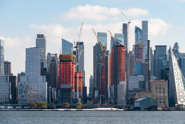 NYC's Waterline Square Tops Out With Towers by Meier, Viñoly and KPF, © Jonathan Morefield