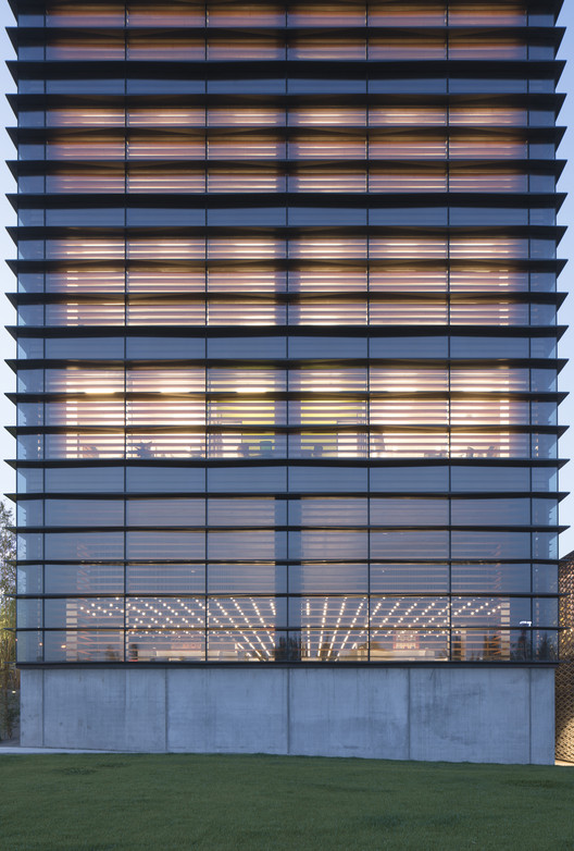 Ankara Office Tower / Anmahian Winton Architects, © Florian Holzherr
