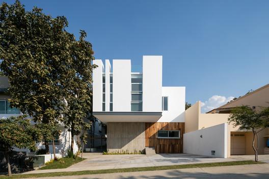 Aldebarán House / Haro Arquitectos