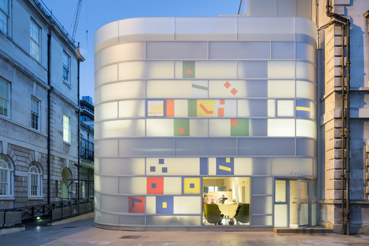 Maggie's Centre Barts / Steven Holl Architects, © Iwan Baan