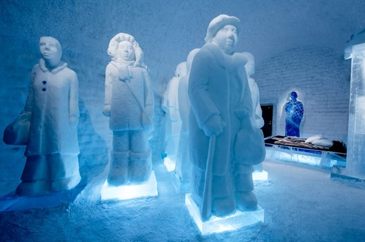 The Invisible Invincible Army / Nina Hedman & Lena Kriström. Photograph by <a href='http://http://www.asafkliger.com/'>Asaf Kliger</a> © <a href='http://https://www.icehotel.com/ice-galleries/art-design-2017-2018/'>ICEHOTEL</a>