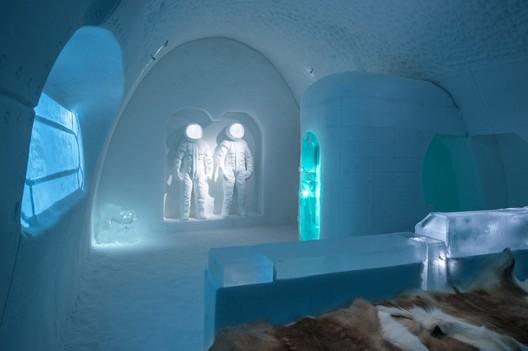 Space Room / Adrian Bois & Pablo Lopez