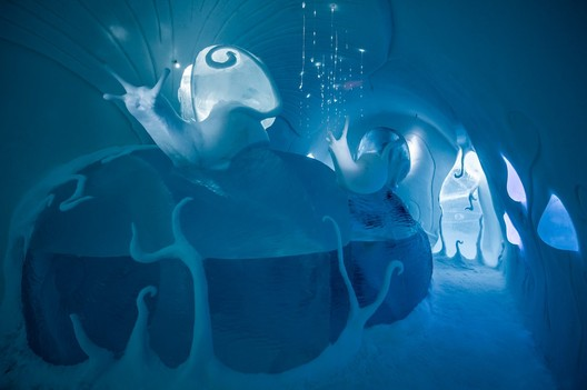 Ground Rules / Carl Wellander & Ulrika Tallving. Photograph by <a href='http://http://www.asafkliger.com/'>Asaf Kliger</a> © <a href='http://https://www.icehotel.com/ice-galleries/art-design-2017-2018/'>ICEHOTEL</a>