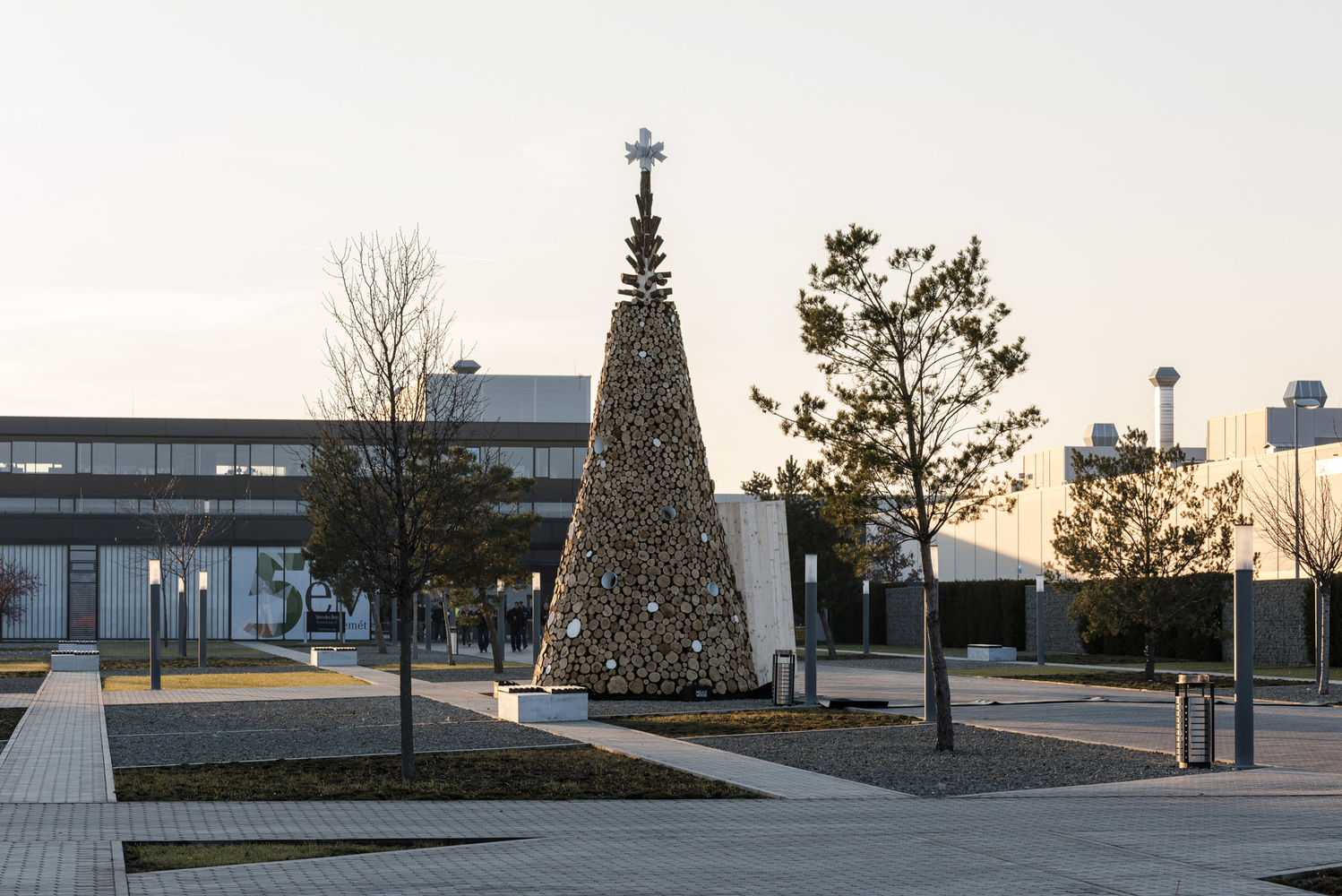 Hello Wood Builds 5 Wooden Christmas Trees in Cities Throughout Europe,Kecskemét. Image © Máté Lakos