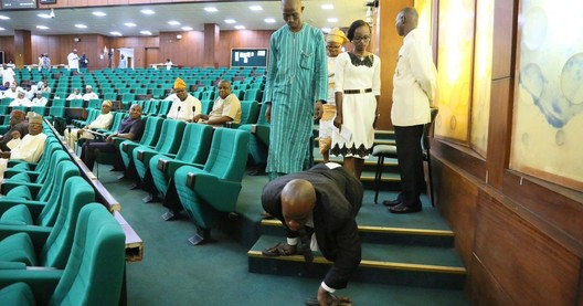 A paraplegic man, entering the Nigerian House of Representatives, is forced to crawl down the steps. Image <a href='https://twitter.com/SaharaReporters/status/938102600817348609'>via Sahara Reporters on Twitter</a>
