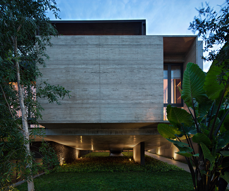 SR House / nataneka architect, © Mario Wibowo