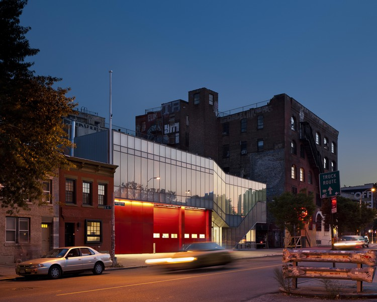 Greenpoint EMS Station / Michielli + Wyetzner Architects, © Alexander Severin