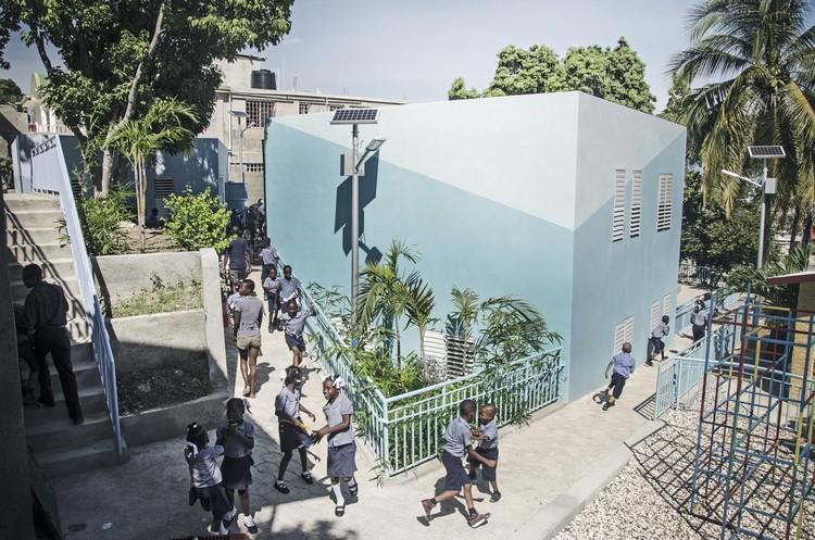 École de l'Espoir / Emergent Vernacular Architecture (EVA Studio), © Gianluca Stefani + Etienne Pernot du Breuil