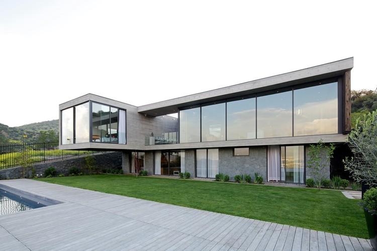 Casa PF / [ b e l e v ê ] + Hrdalo Arq, © Nico Saieh