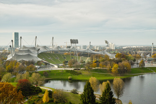 "Munich Olympic Stadium / Behnisch and Partners & Frei Otto. Image <a href='https://www.flickr.com/photos/schmollmolch/8233735185/in/photolist-dxA3Bt-dmE3Mb-RTcdSo-8DrTEN-8DoPvF-8DrSj9-he3HK7-bPTqfe-8L2uf6-dmE7mB-dmE8BP-nxca-dmEguU-bSV5te-zBFNnF-5jEmzd-VTKoGs-bE1kPw-68LXjD-8DoP3K-FdLXBz-atK7FP-5r1pJ-6EY13j-5jA5BK-8DoL9X-schro-oQEgnF-6DJhGS-TwB171-nxas-bAYL81-4Ub8vS-MUZiQM-eBxph8-PKeJTX-5ccQsd-5c8yLx-5c8Aqp-eBAxPN-FdLXB4-mjH4XK-NdSKj-mjJUz1-mjKdsq-ZZev1T-5c8zkF-bPTppp-7afCkh-5ccRvU'>© Christian Scheja via Flickr</a></noindex></noindex> License CC BY 2.0″ title=""Munich Olympic Stadium / Behnisch and Partners & Frei Otto. Image <noindex><noindex><a target="