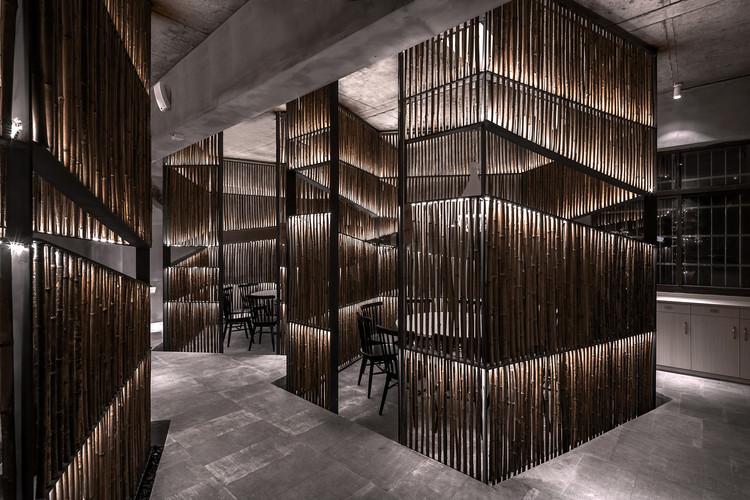 New Shandao Restaurant / Yiduan Shanghai International Design, Bamboo corridor. Image © Quan Zhang