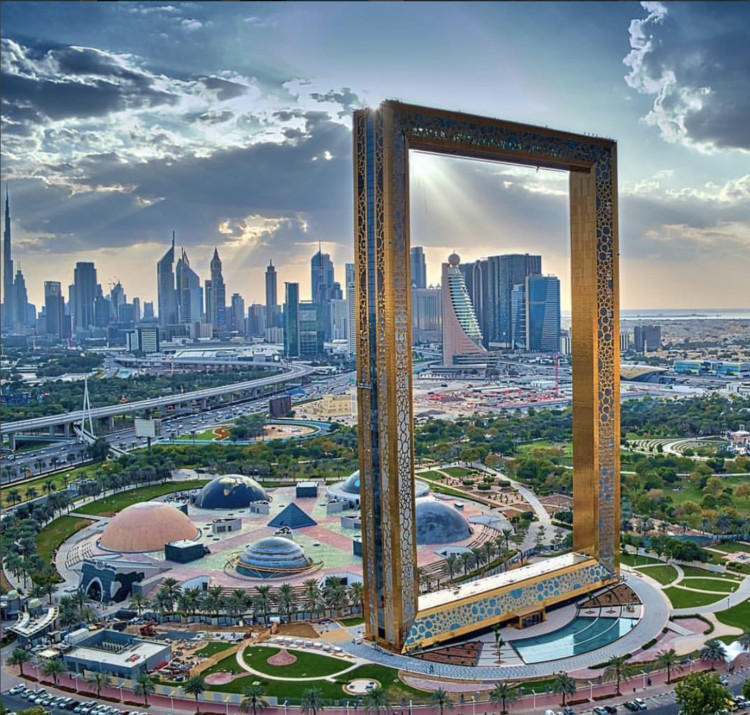 World S Largest Picture Frame Opens In Dubai Archdaily