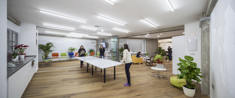 Bit office jorge almaz n architects archdaily colombia for Muebles el zamorano