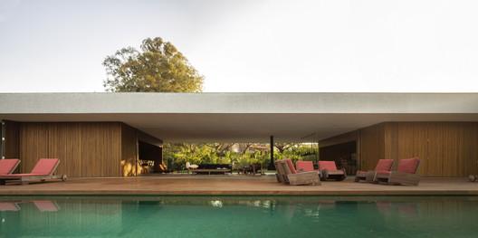 Casa Lee / Studio MK27. Image © Fernando Guerra |  FG+SG