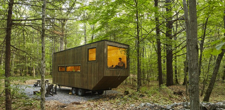 5 Very Different Ways to Finance the Construction of Tiny Houses, This tiny house in the woods can be rented via Getaway. Image © Roderick Aichinger