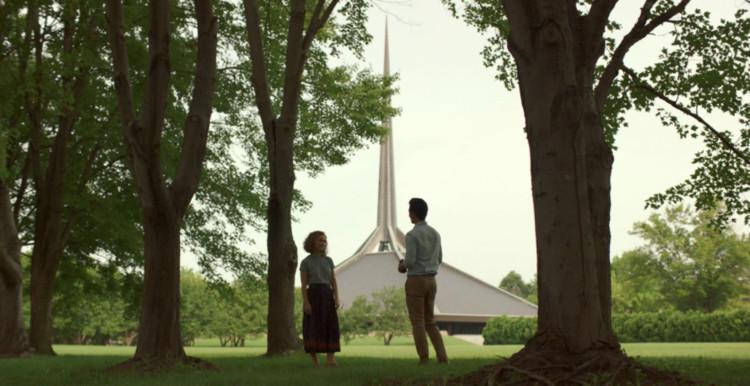 Columbus, la ópera prima de Kogonda rinde homenaje a una ciudad joya de la arquitectura, Iglesia Cristiana del Norte / Eero Saarinen. Image Cortesía de Versus Entertainment