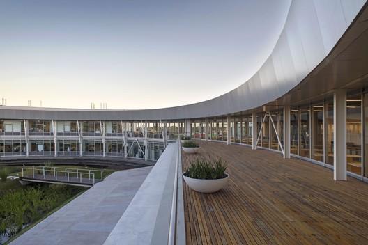 Centro Tecnológico Y-TEC / Antonini Schön Zemborain Arquitectos
