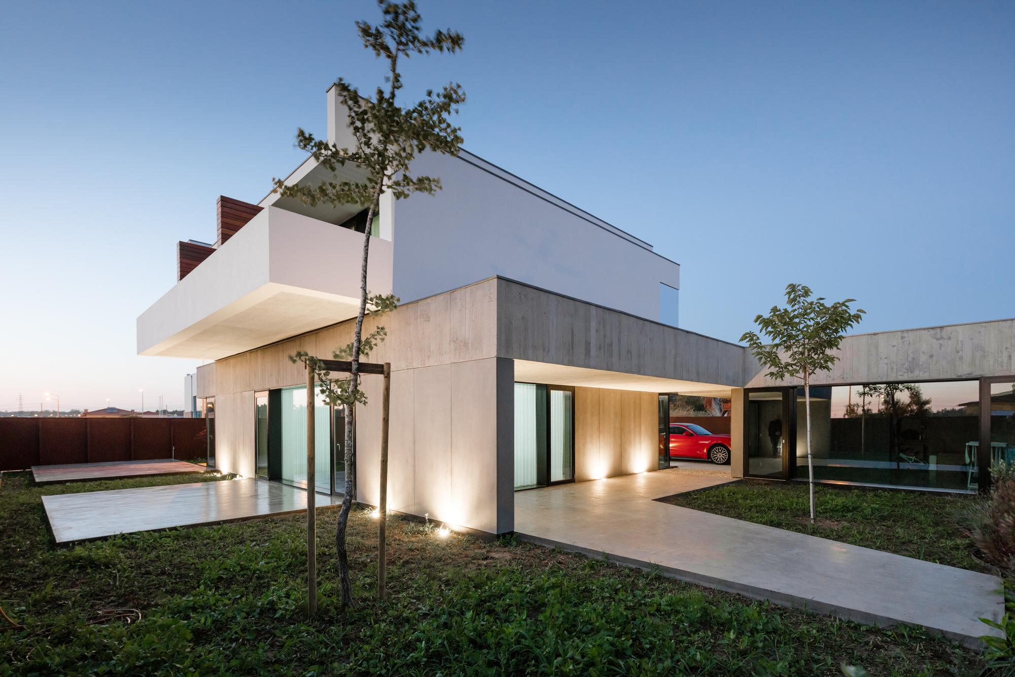 Casa em São João de Ovar / Nelson Resende | ArchDaily Brasil