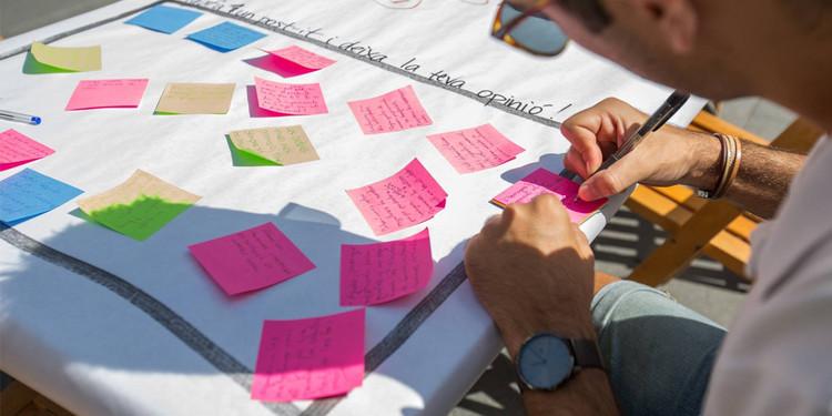 Desmontando mitos y falacias sobre la participación ciudadana en el urbanismo, Actividad participativa del PIAM Nucli Antic, proceso de regeneración del casco histórico de Olot, España. Image © Núria Social