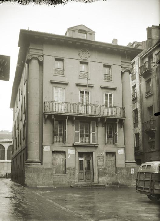 Escuelas y alhondiga municipal. Image Cortesía de MUGAK Bienal de Arquitectura