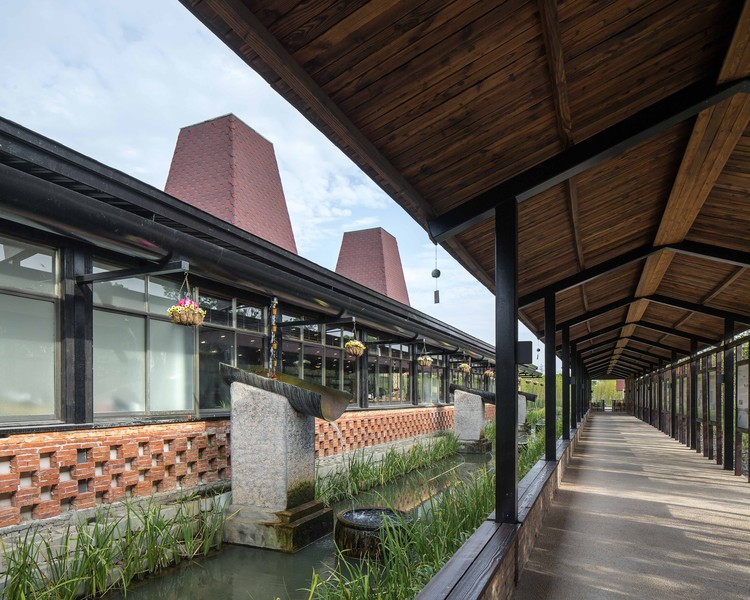 Huateng Pig House Exhibition Hall / Leekostudio | ArchDaily