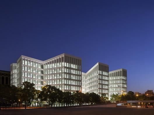 Oficinas para Consejería de Fomento y Vivienda / Cruz y Ortíz Arquitectos. Image © Pedro Pegenaute