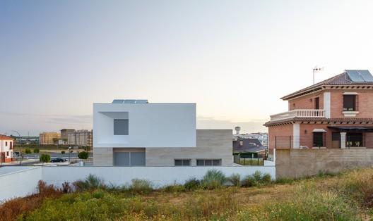 Casa Abocinada / González Morgado Arquitectura + T10 team