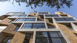 Edifício Golestan / Razan Architects