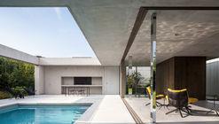 Poolhouse O / Steven Vandenborre