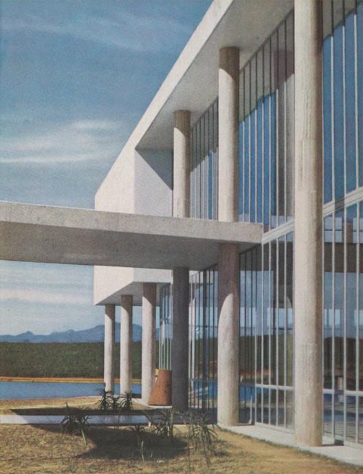 """MoMA disponibiliza para download """"Brazil Builds"""": o livro que apresentou a arquitetura brasileira para o mundo, Capa interna do catálogo. Image © G. E. Kidder Smith, retiradas do catálogo Brazil builds : architecture new and old, 1652-1942"""
