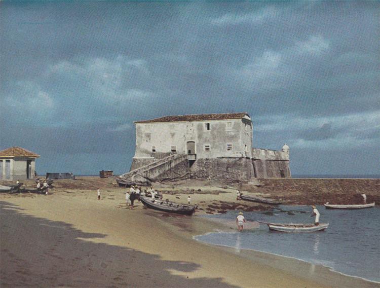 Forte de Santa Maria, Salvador - Bahia, 1696. Image © G. E. Kidder Smith, retiradas do catálogo Brazil builds : architecture new and old, 1652-1942