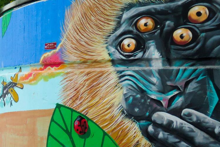 Logroño fomenta el turismo artístico convirtiendo sus calles en un museo, Murales en Pasarela Parque del Ebro. Image Cortesía de La Calle es un Museo