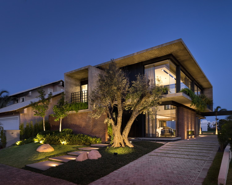 Weber House / Ramella Arquitetura, © Marcelo Donadussi