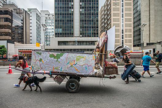 """Action  """"Lugares em relação"""". © Luiza Strauss"""