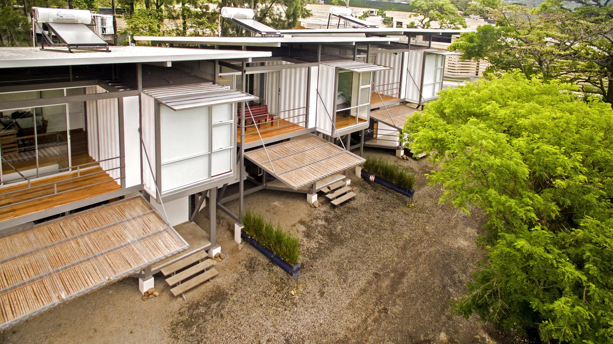 Franceschi Container Houses / Re Arquitectura + DAO