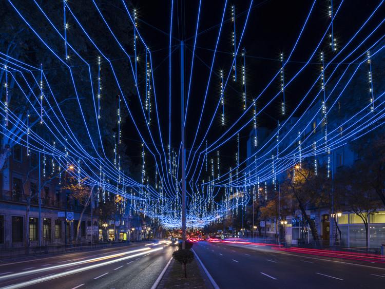 La instalación 'Stellar' de Brut Deluxe inunda de luz la calle Alcalá en Madrid, © Imagen Subliminal