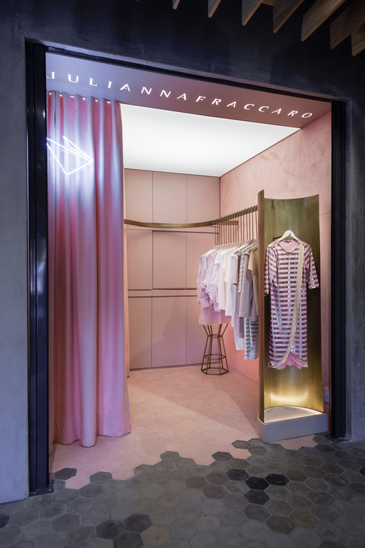 Julianna Fraccaro Store / Arquitetura Nacional, © Marcelo Donadussi