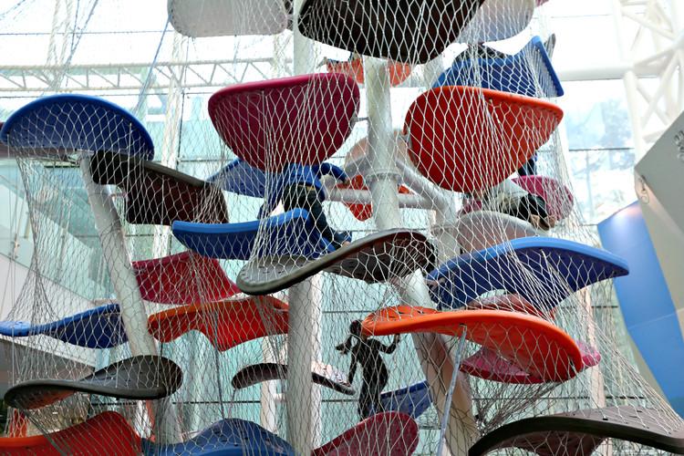 Playground inspira a criatividade e o desenvolvimento intelectual ao combinar arte e arquitetura, Cortesia de Luckey Climbers