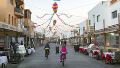 Menis convierte objetos abandonados por los turistas de Fuerteventura en criaturas de inspiración marina