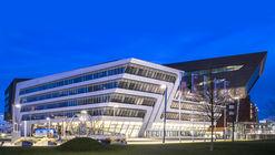Fotografías revelan la luz y la penumbra de la Biblioteca en Viena de Zaha Hadid Arquitectos