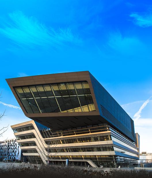 Photos Show the Light and the Dark in Zaha Hadid Architects' Vienna Library