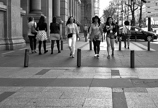 Turistas en Madrid . Image © Ricardo [Flickr], bajo licencia CC BY 2.0