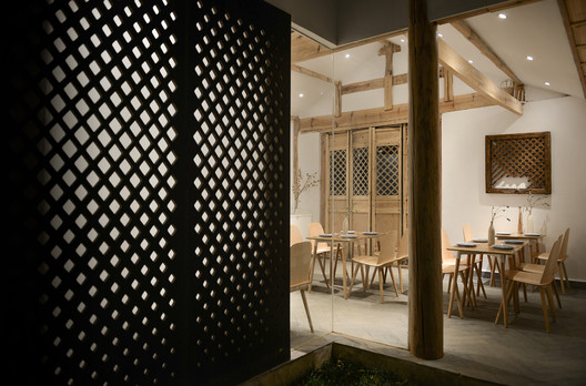 Restaurant Night View. Image © Joao Lemos