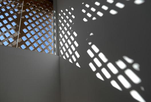 Facade Screen Casting Light and Shadow. Image © Joao Lemos