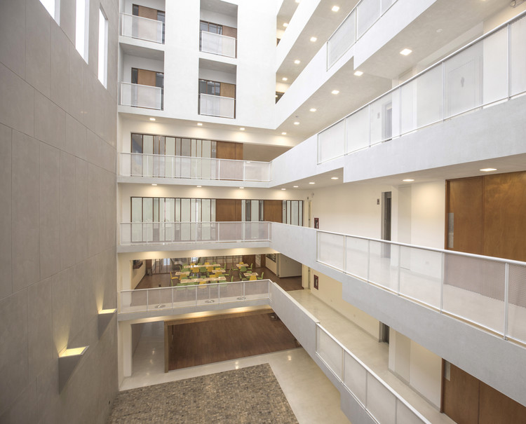 Edificio Atenea / K+M Arquitectura y Urbanismo, © Sharif Kahatt ; Juan Solano Ojasi